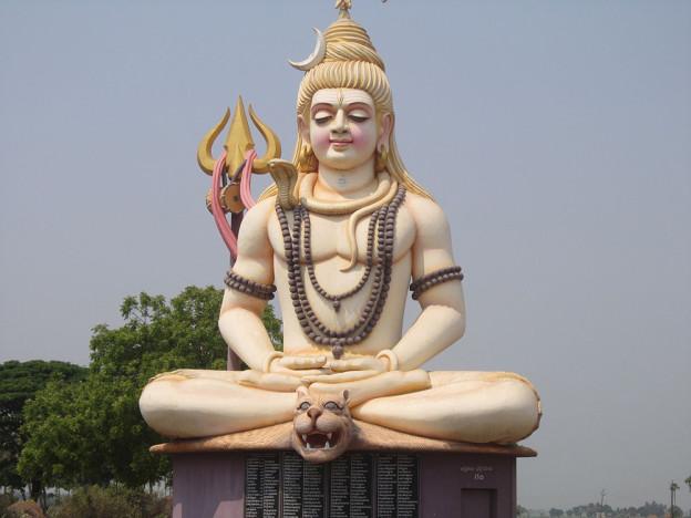 Shiva pratiquant le yoga