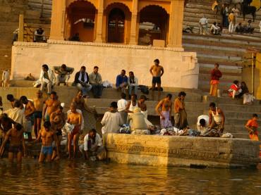 Ablutions sur les bords du Gange