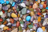 Healing With crystals : 12 aches, pains and their emotional origin to deeply cure
